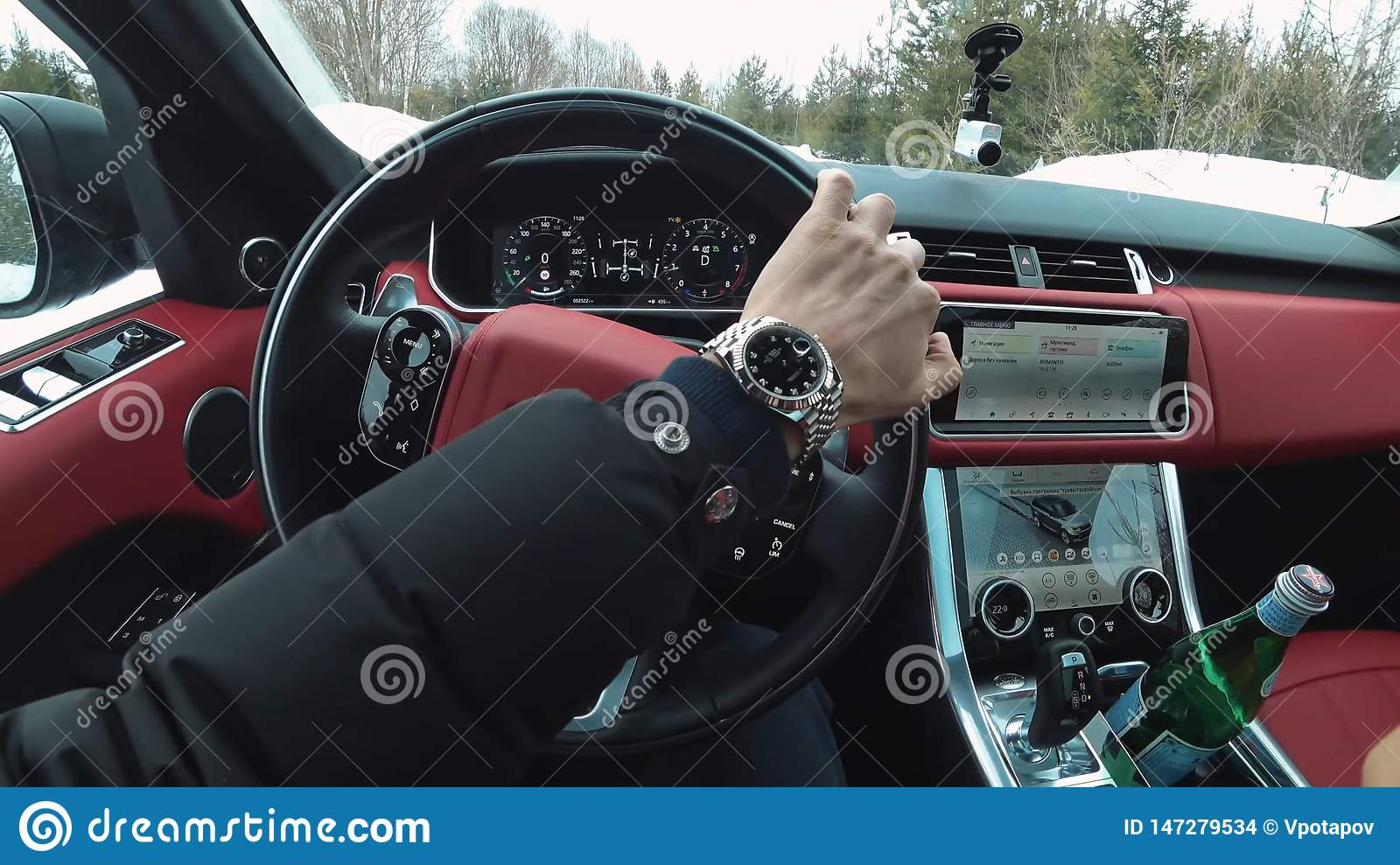Behind the wheel of your favorite range rover, view from the salon