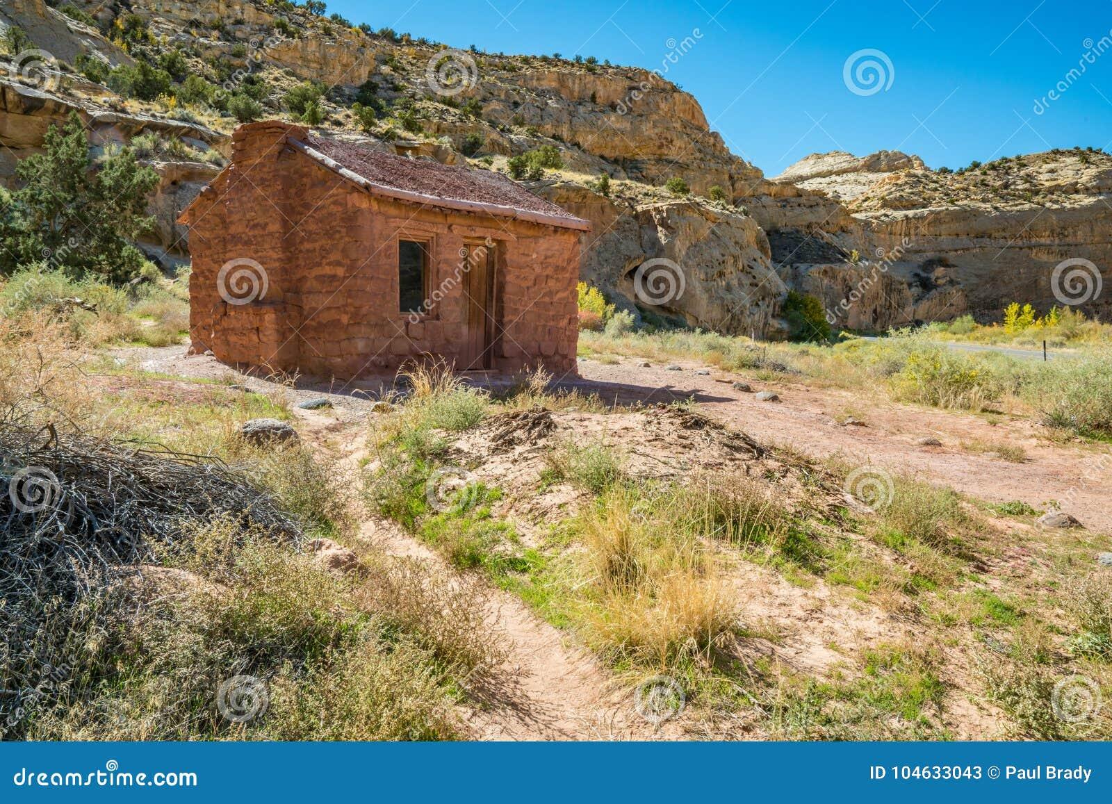 Download Behunincabine In Het Nationale Park Van De Capitoolertsader Stock Afbeelding - Afbeelding bestaande uit structuur, klip: 104633043