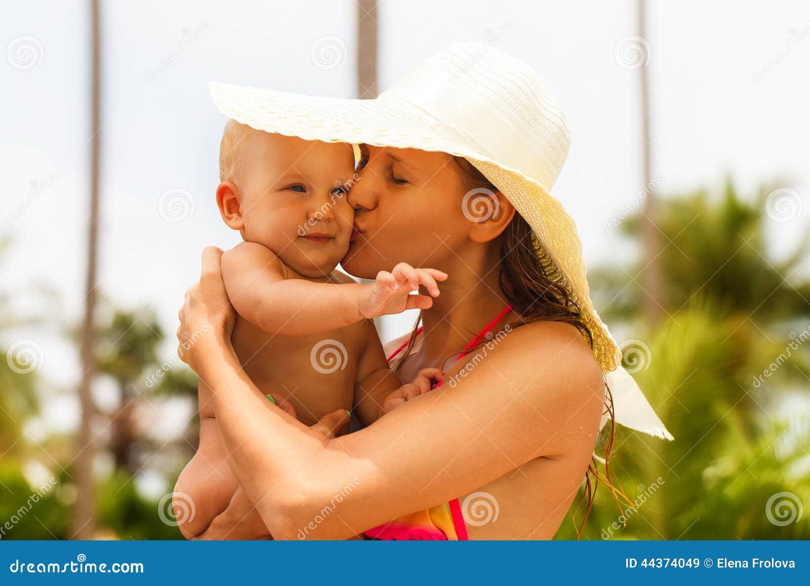 Bei madre e bambino all aperto nave Porto all aperto