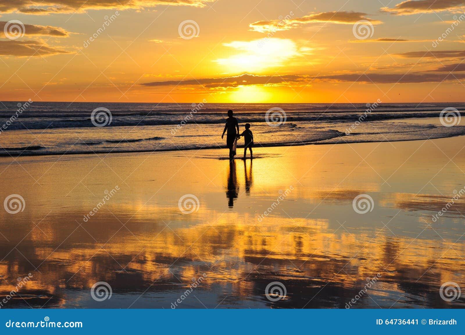 Bei tramonti del EL Cuco, El Salvador di Playa