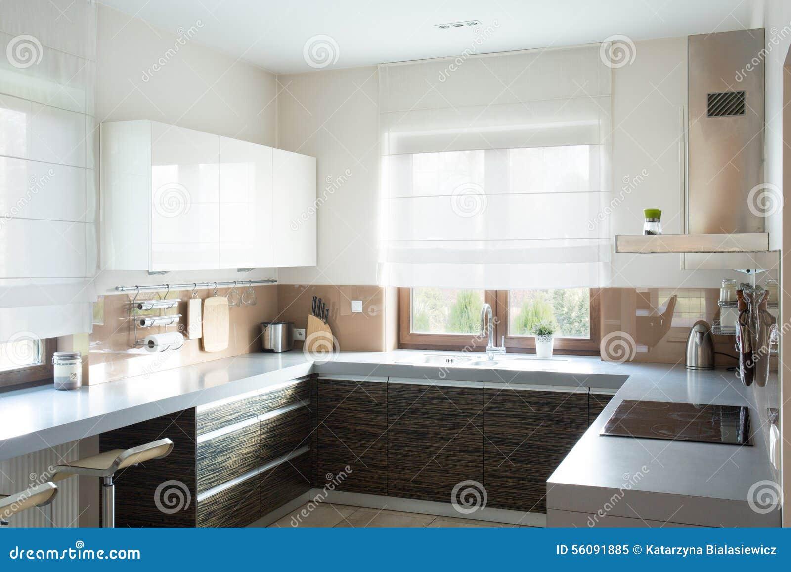 Beige Keuken Binnenlands Ontwerp Stock Foto - Afbeelding: 56091885