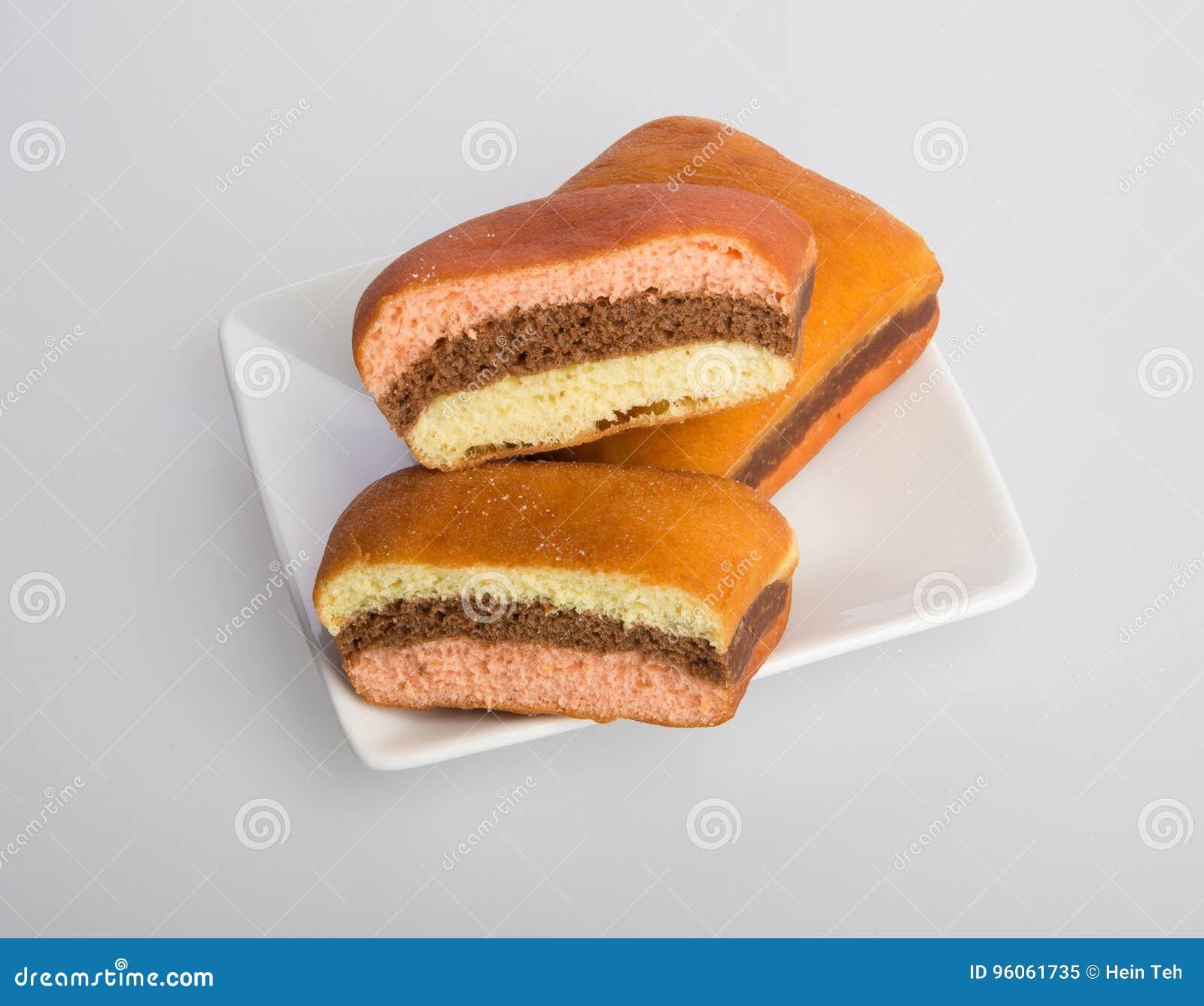 Beignet ou beignet frais sur un fond