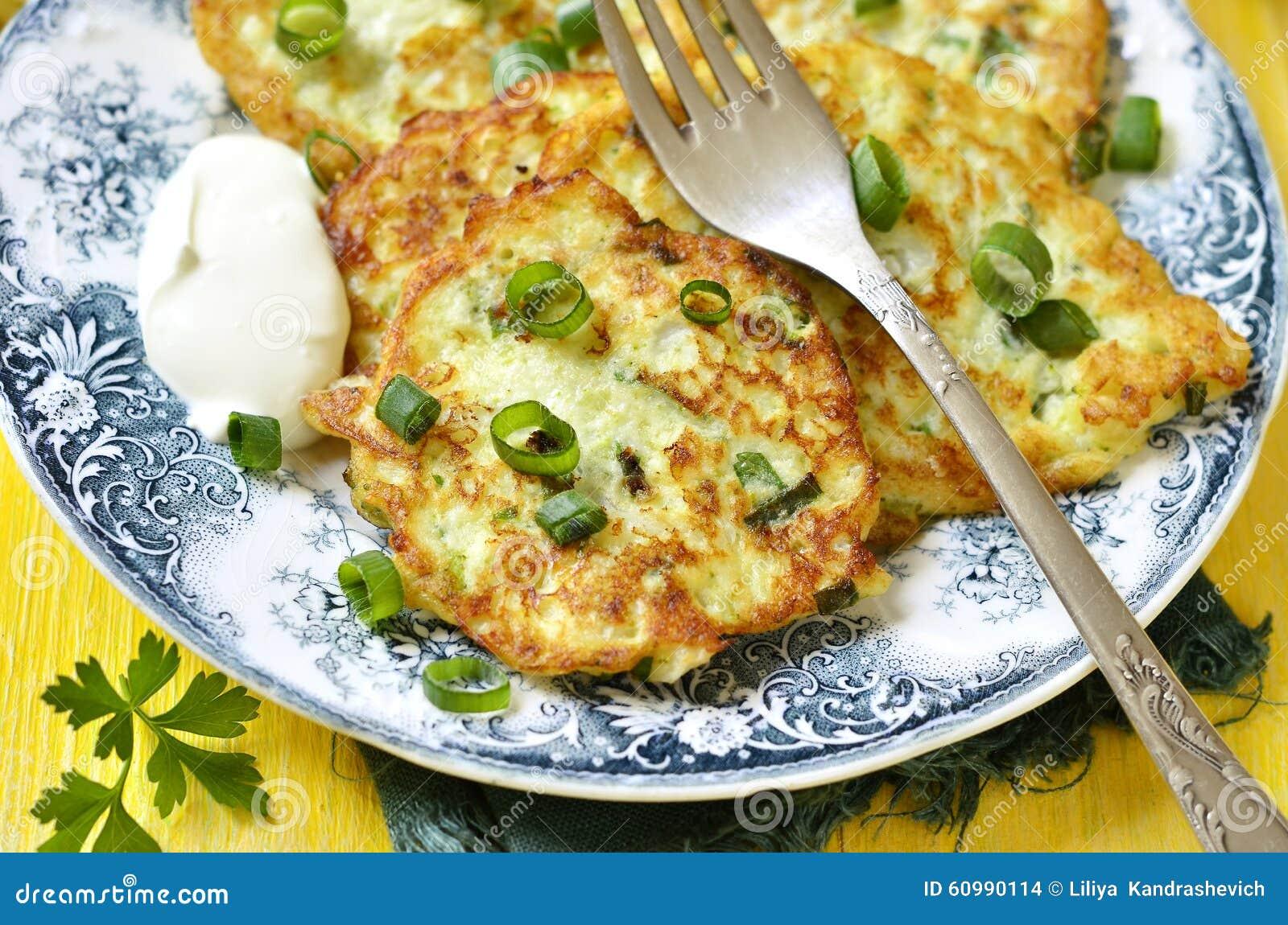 Beignet De Brocolis Au Four beignets de chou-fleur et de brocoli avec du fromage photo