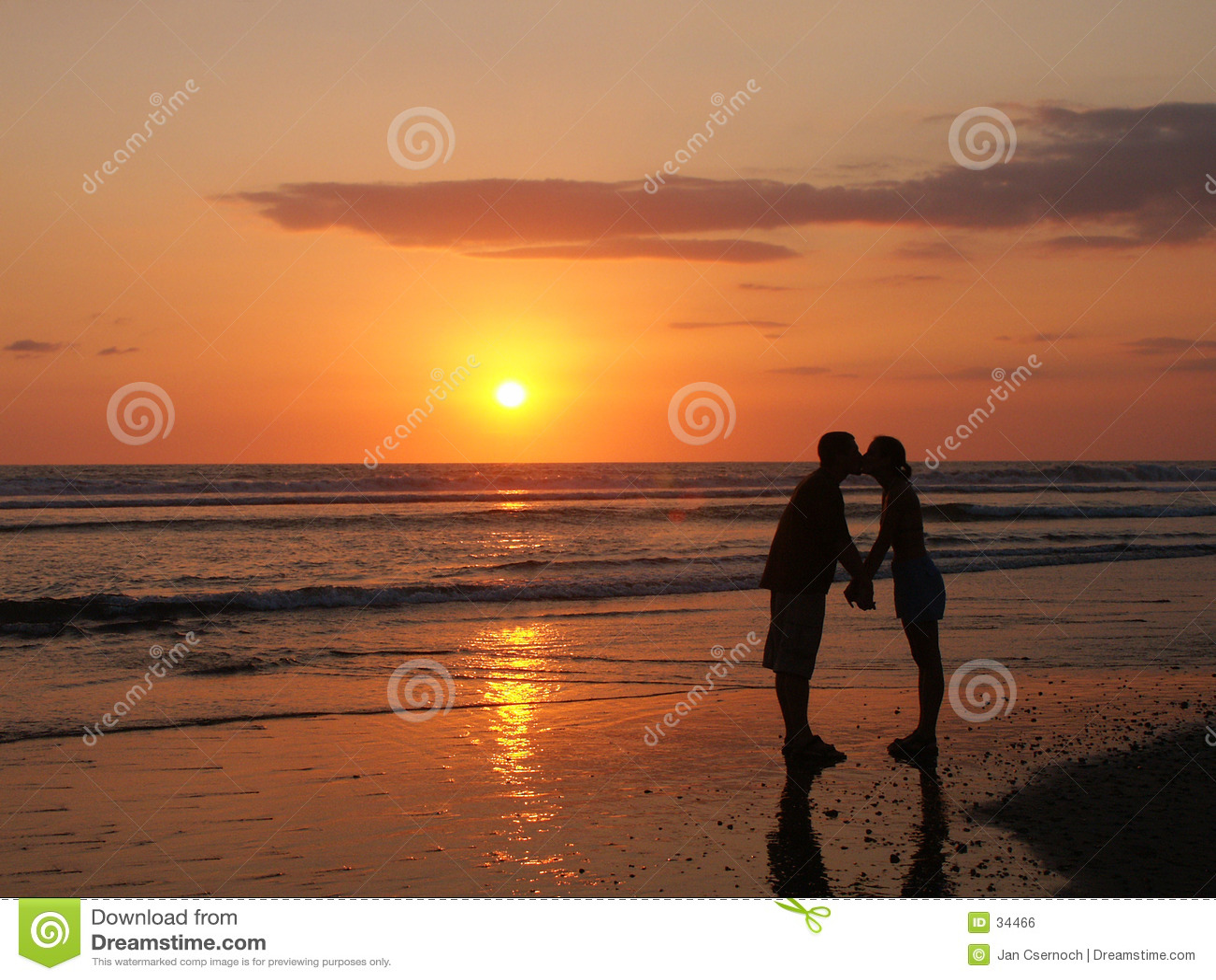 Beijo do divertimento na praia