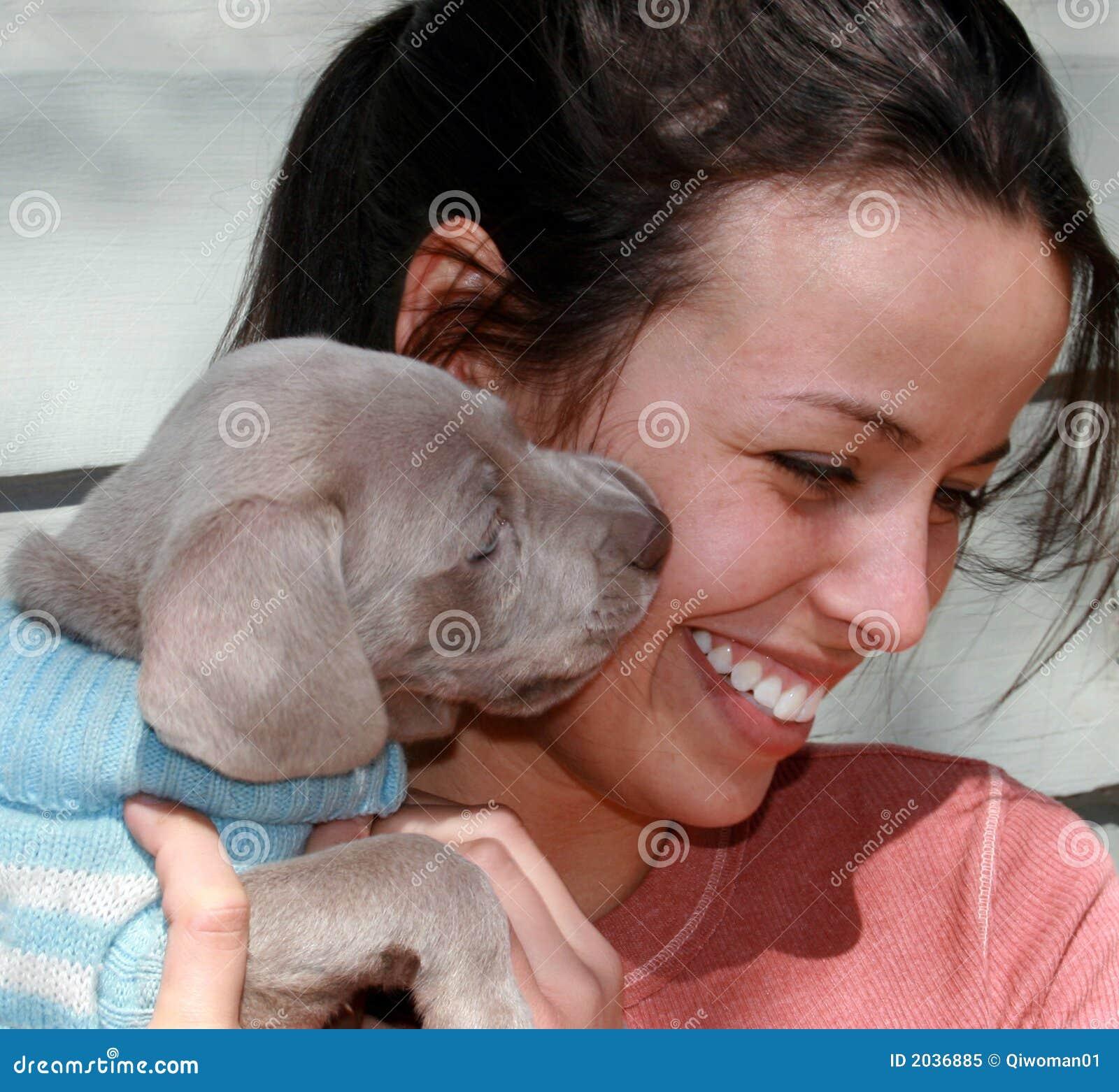 Beijo do filhote de cachorro