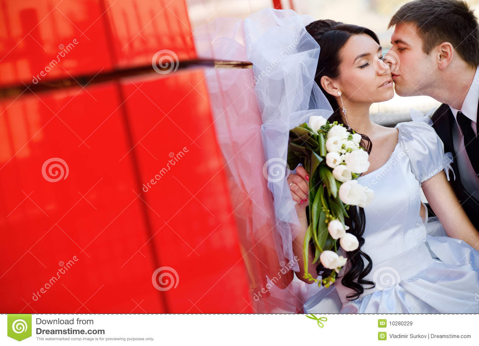 Beijo pela parede vermelha
