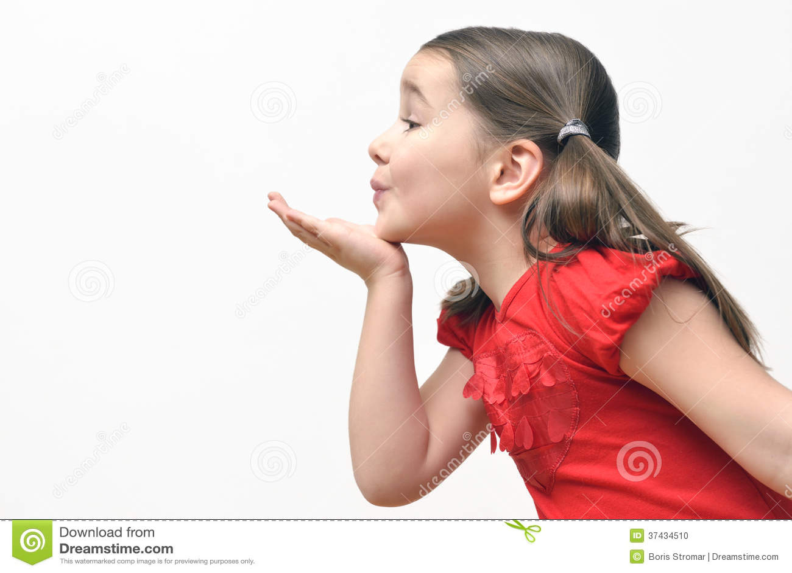 Beijos de sopro da menina