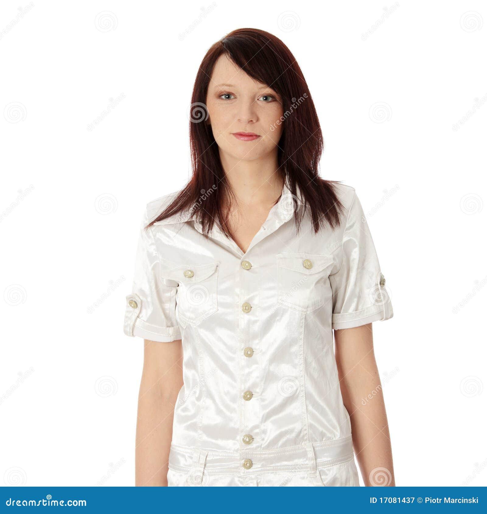 Beiläufige glückliche junge kaukasische Frau