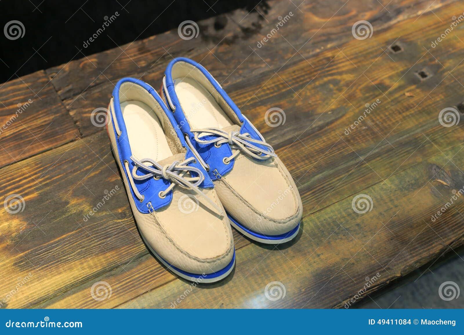 Download Beiläufige Schuhe stockfoto. Bild von beiläufig, fußbekleidung - 49411084