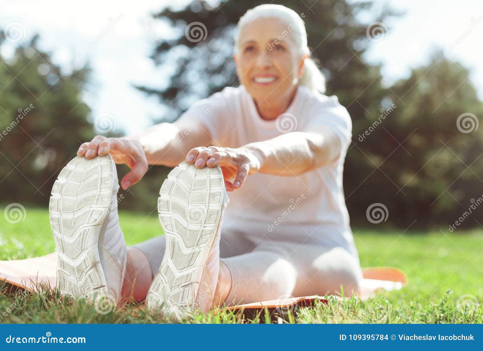 Enjoying with the mature feet