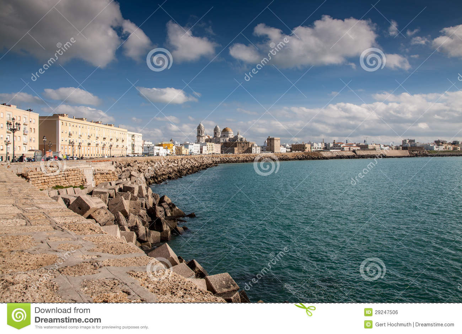 Download Beira-rio Com A Catedral De Cadiz Foto de Stock - Imagem de andalusia, costela: 29247506