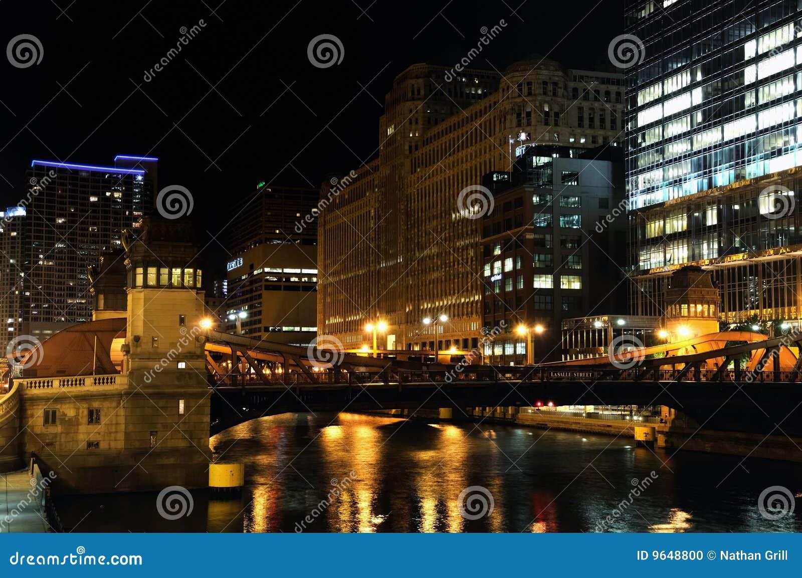 Beira-rio de Chicago na noite