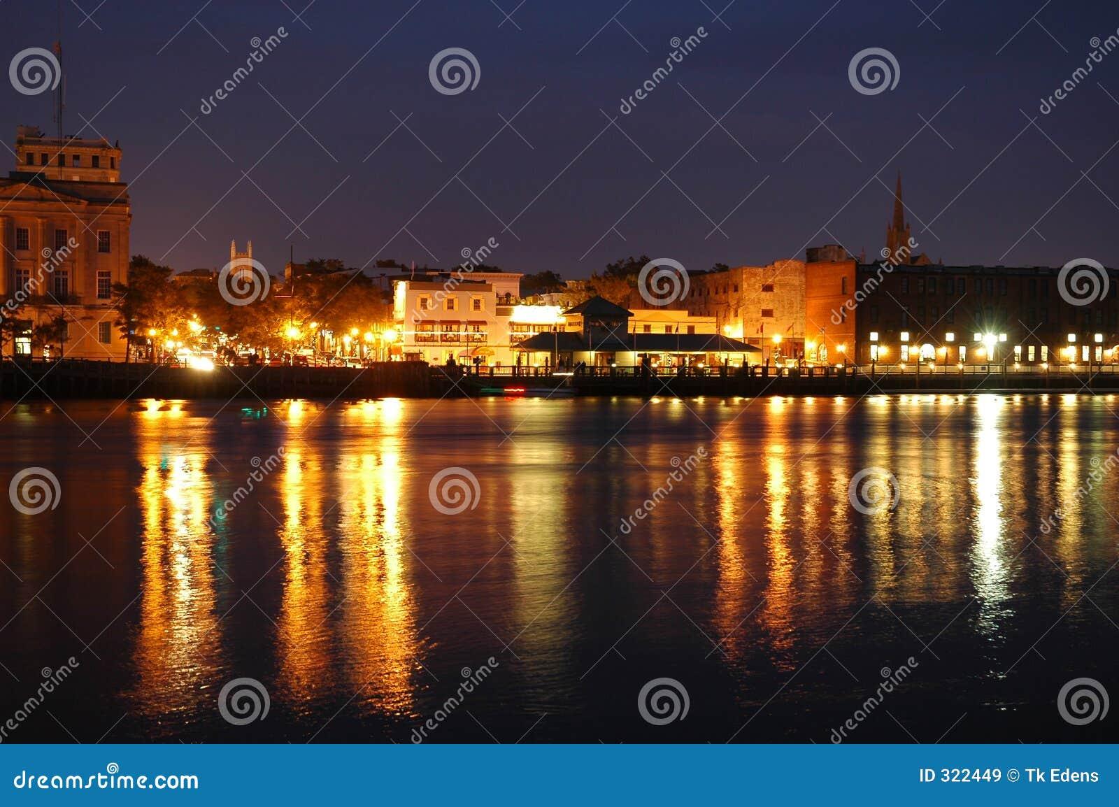 Beira-rio na noite
