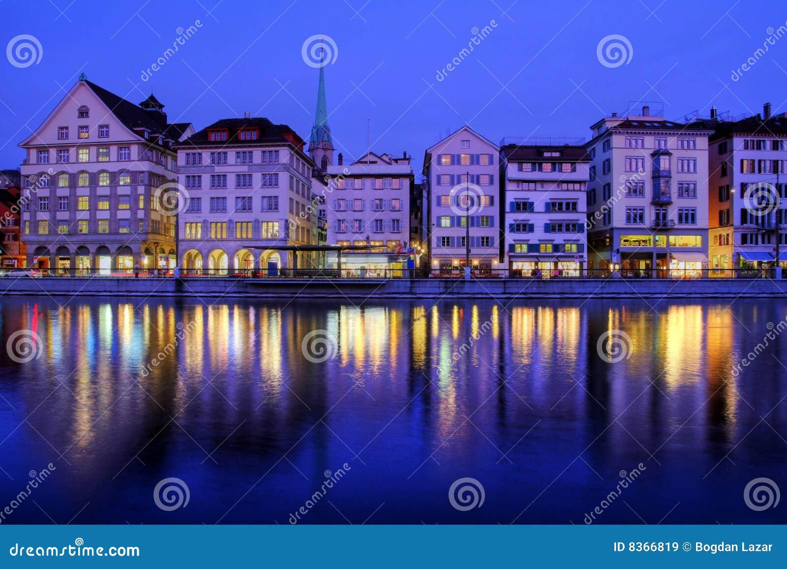 Banca Oriental De Pr:Beira-rio Na Noite, Switzerland De Zurique Imagens de Stock Royalty
