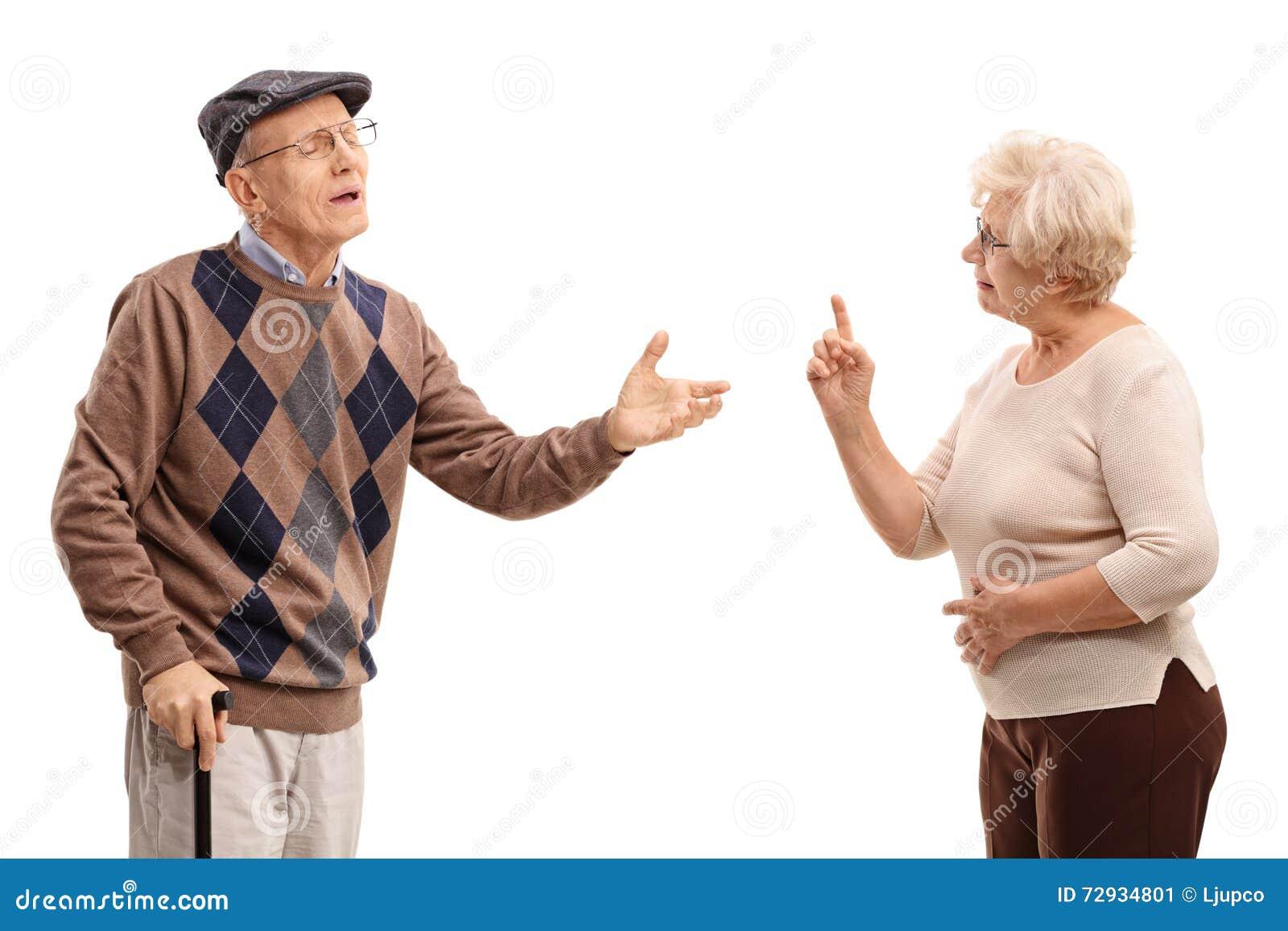 Bejaard paar die met elkaar debatteren