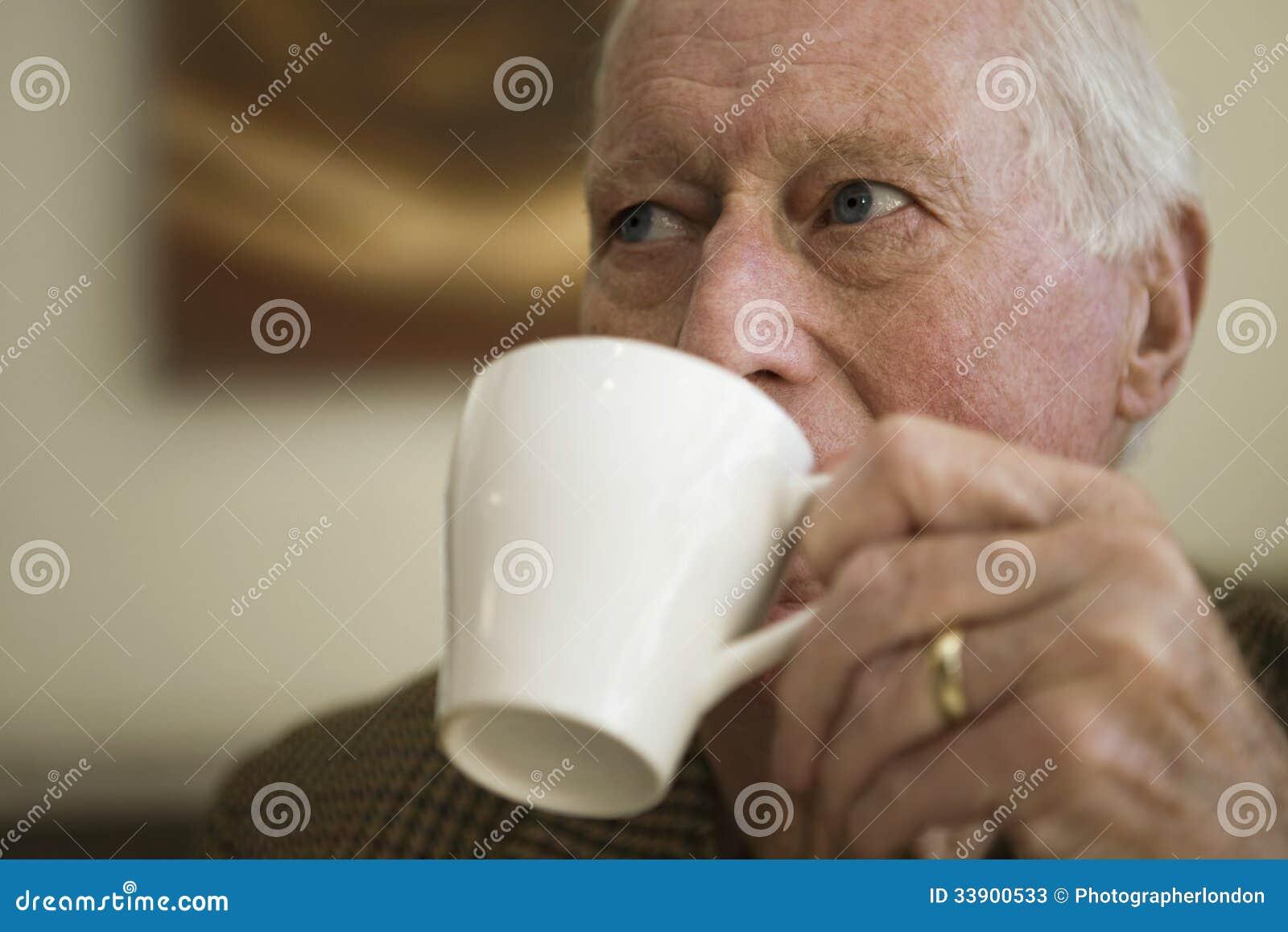 Bejaarde het Drinken Koffie