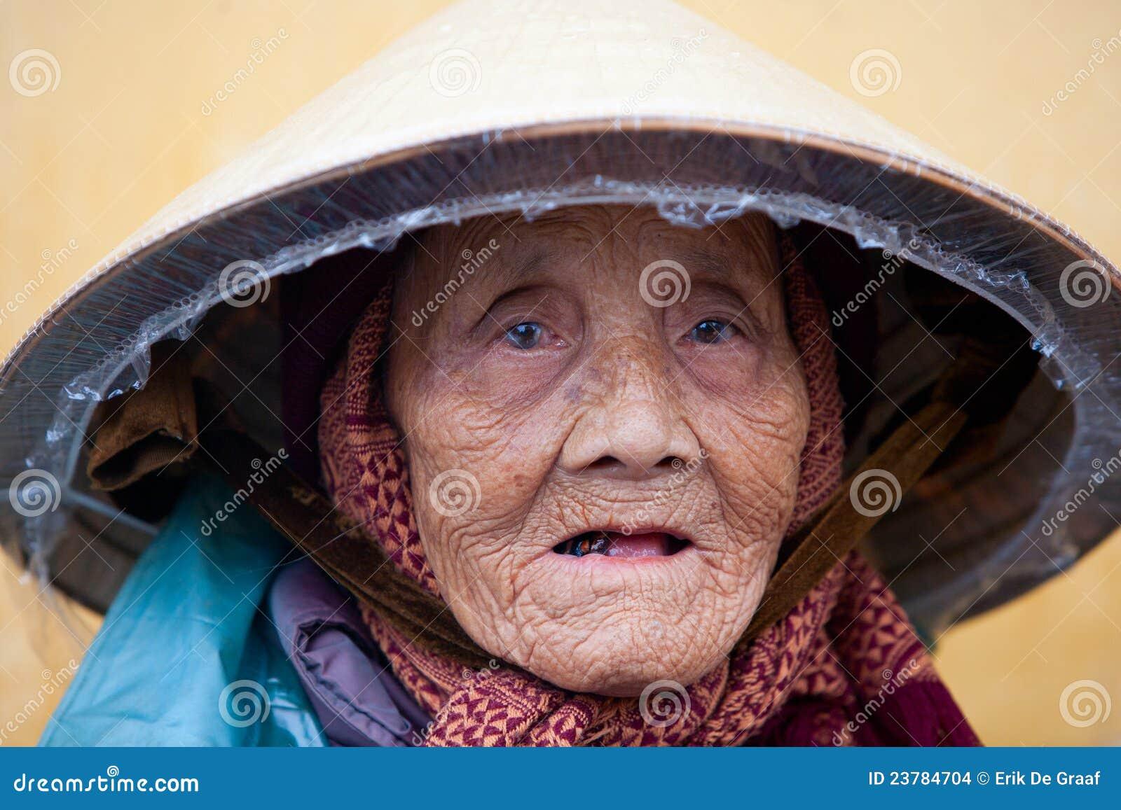 Bejaarde Vietnamese vrouw