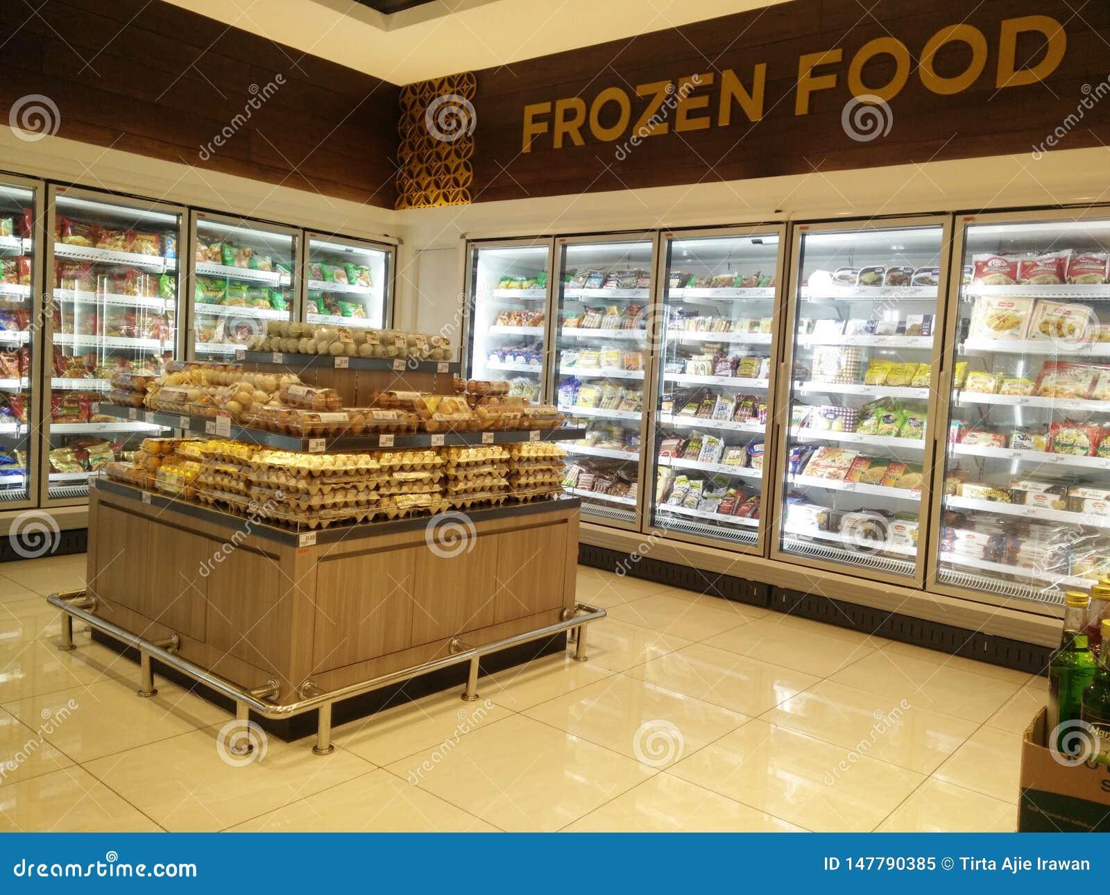 Bekasi västra Java/Indonesien mars 10 2019: djupfryst mat på supermarket