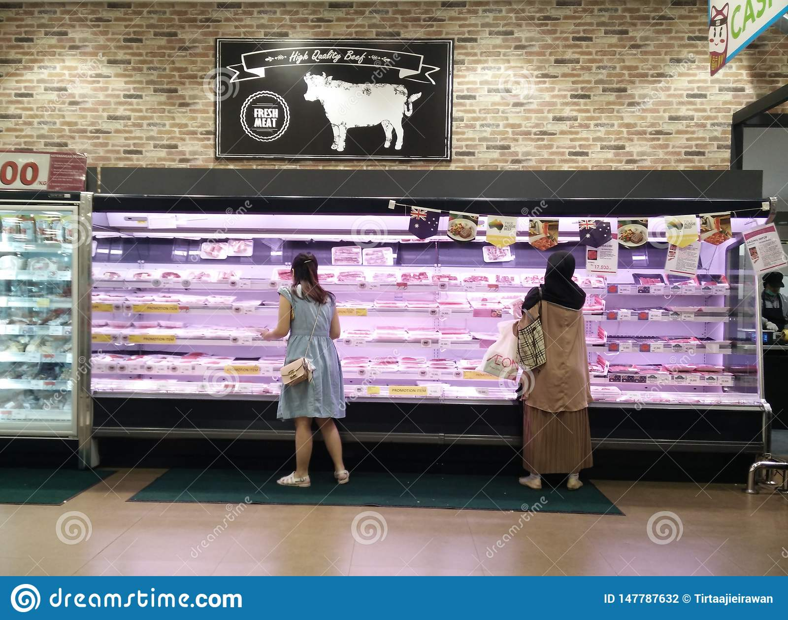 Bekasi västra Java/Indonesien mars 10 2019: Nytt kött på supermarket