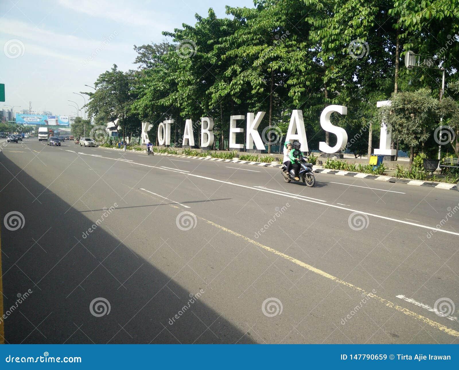 Bekasi v?stra java Indonesien april 9 2019 gr?nsm?rke av bekasistaden p? ahmadyanigatan