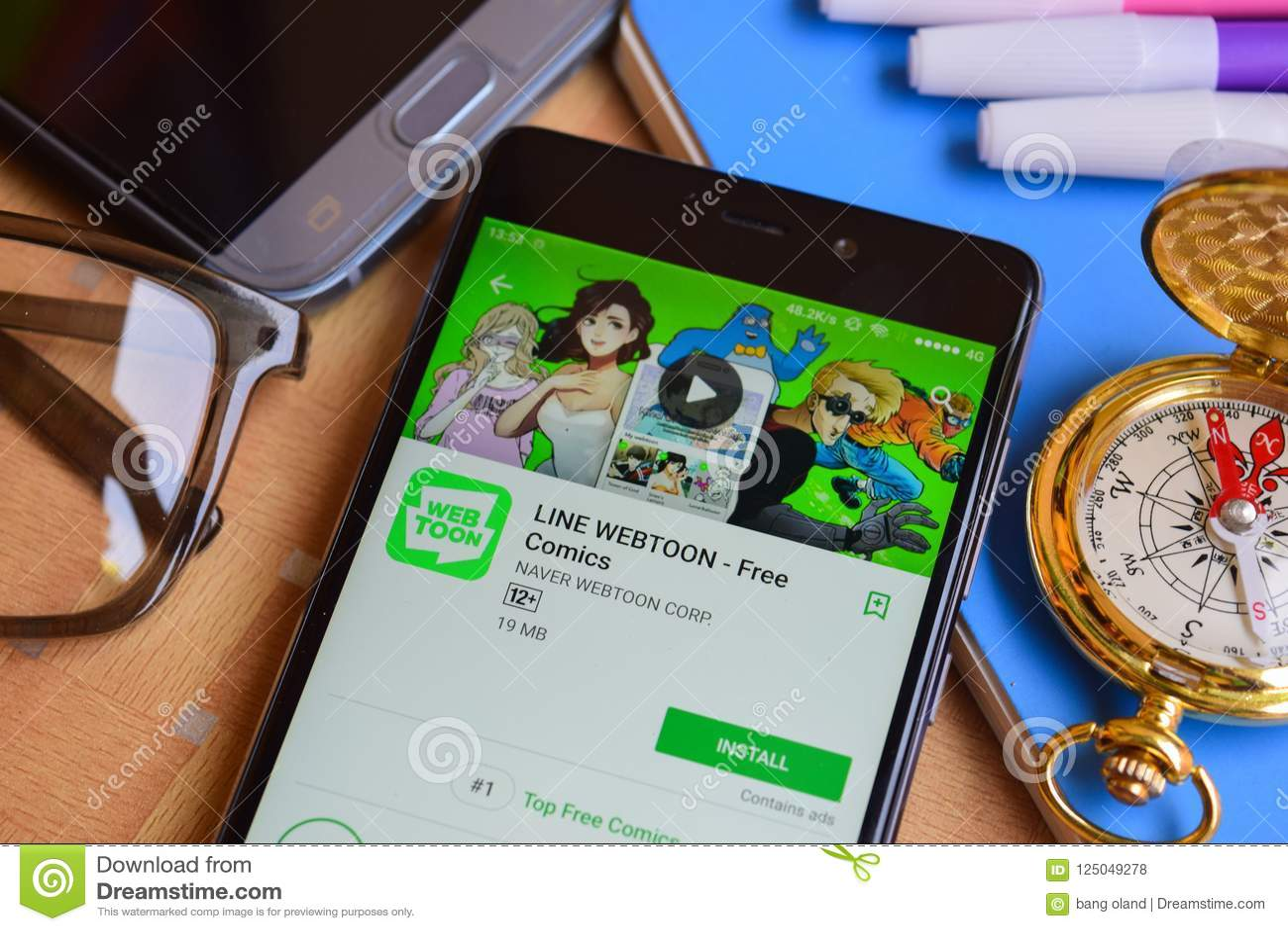 LINE WEBTOON - Free Comics Dev Application On Smartphone Screen