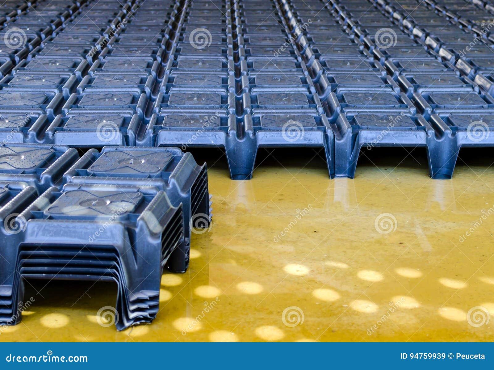 Bekisting voor geventileerde holten onder de vloer
