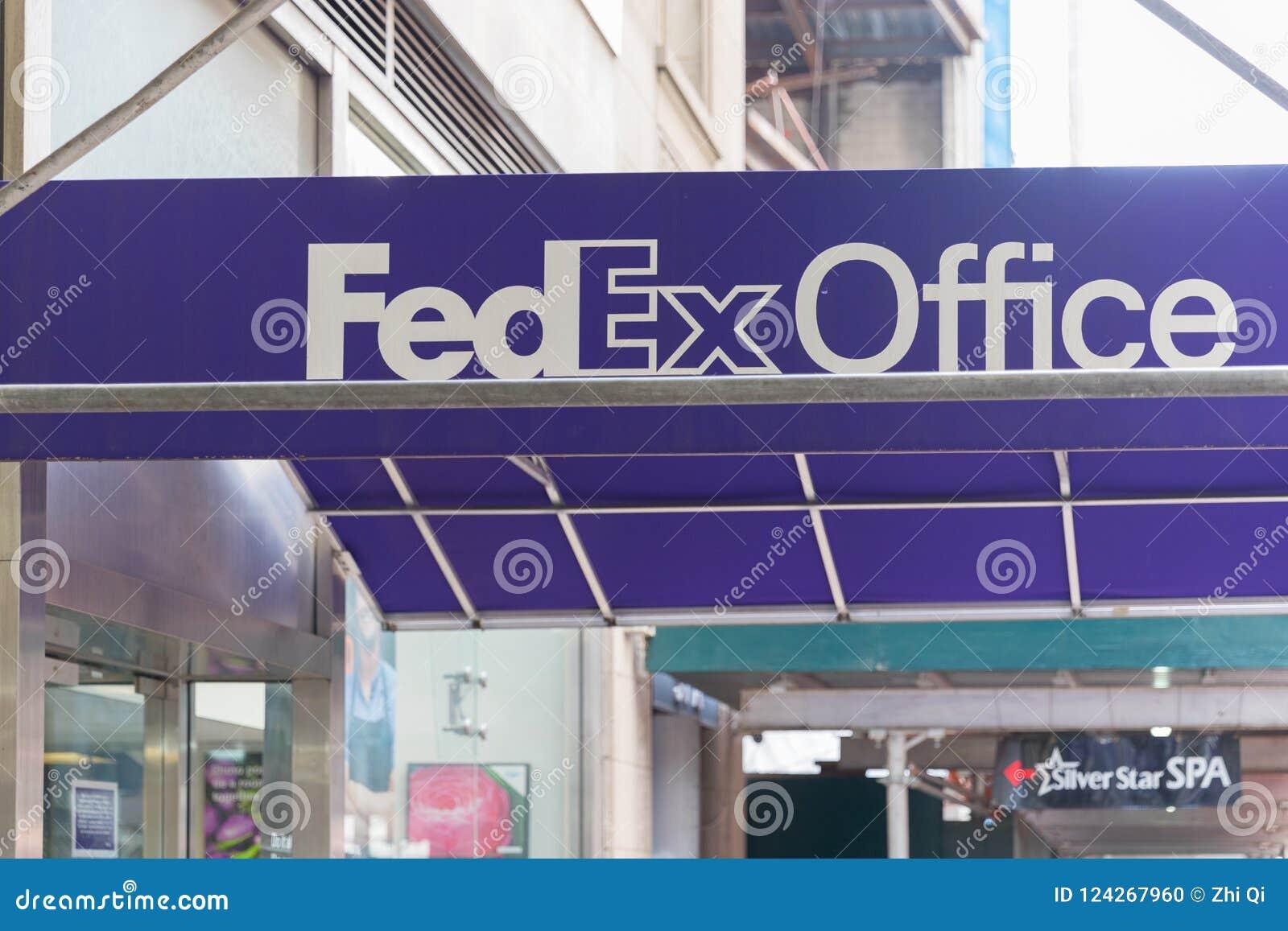 Bekläda och hänrycka till ett läge för Fedex kontorsdetaljhandel i Manhattan