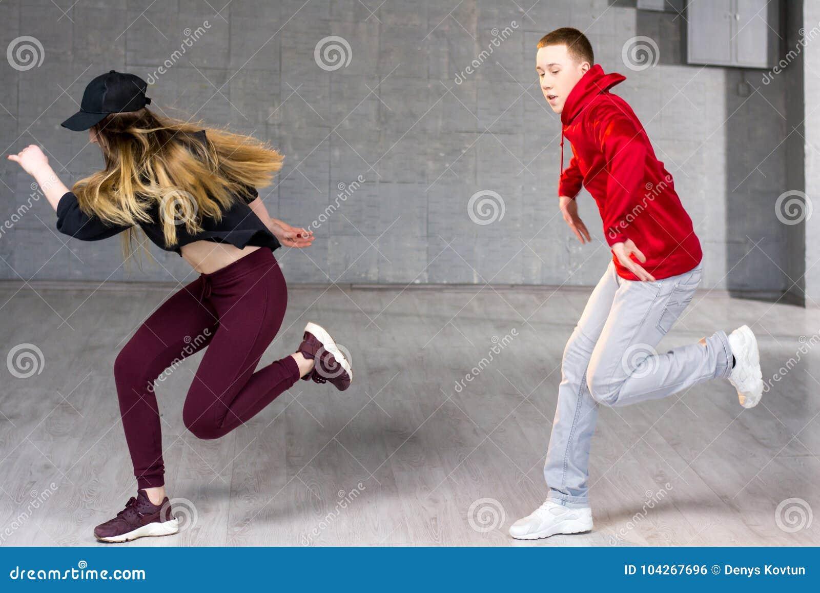 Bekwame hiphopdansers in beweging
