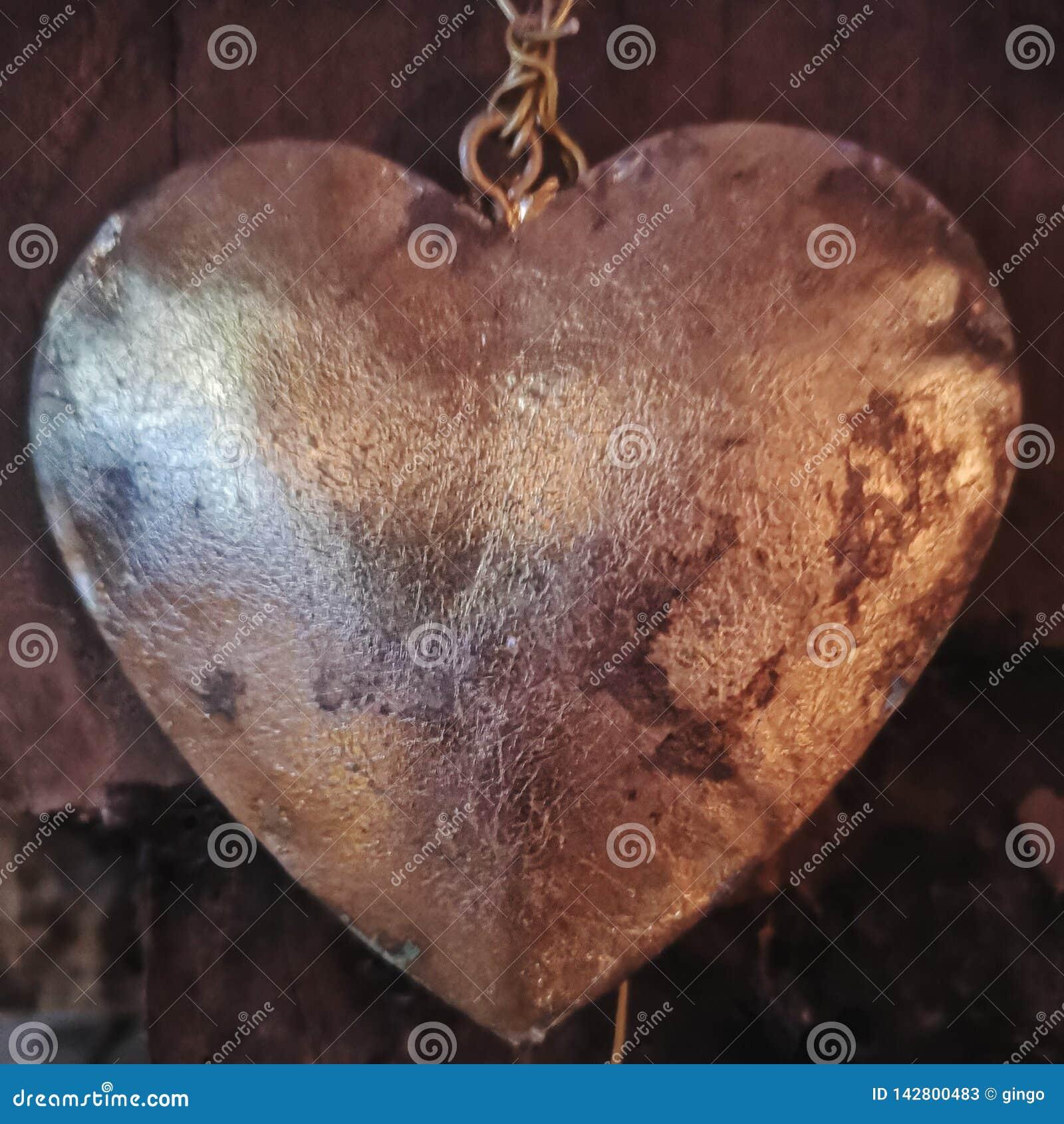 Belägga med metall hjärta