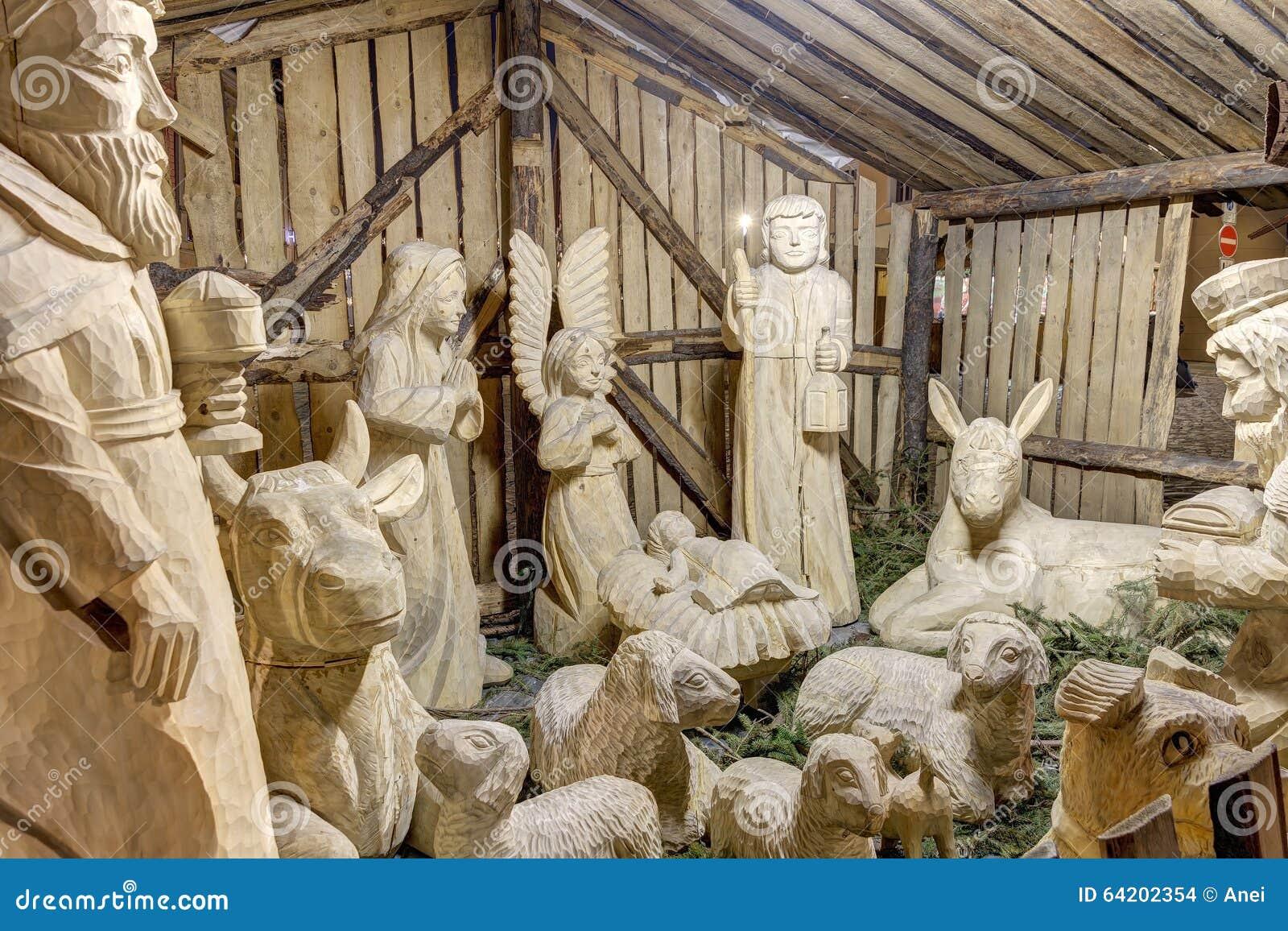 Belén de madera hermoso exhibido en el cuadrado de Olomouc más bajo (namesti de Dolni)