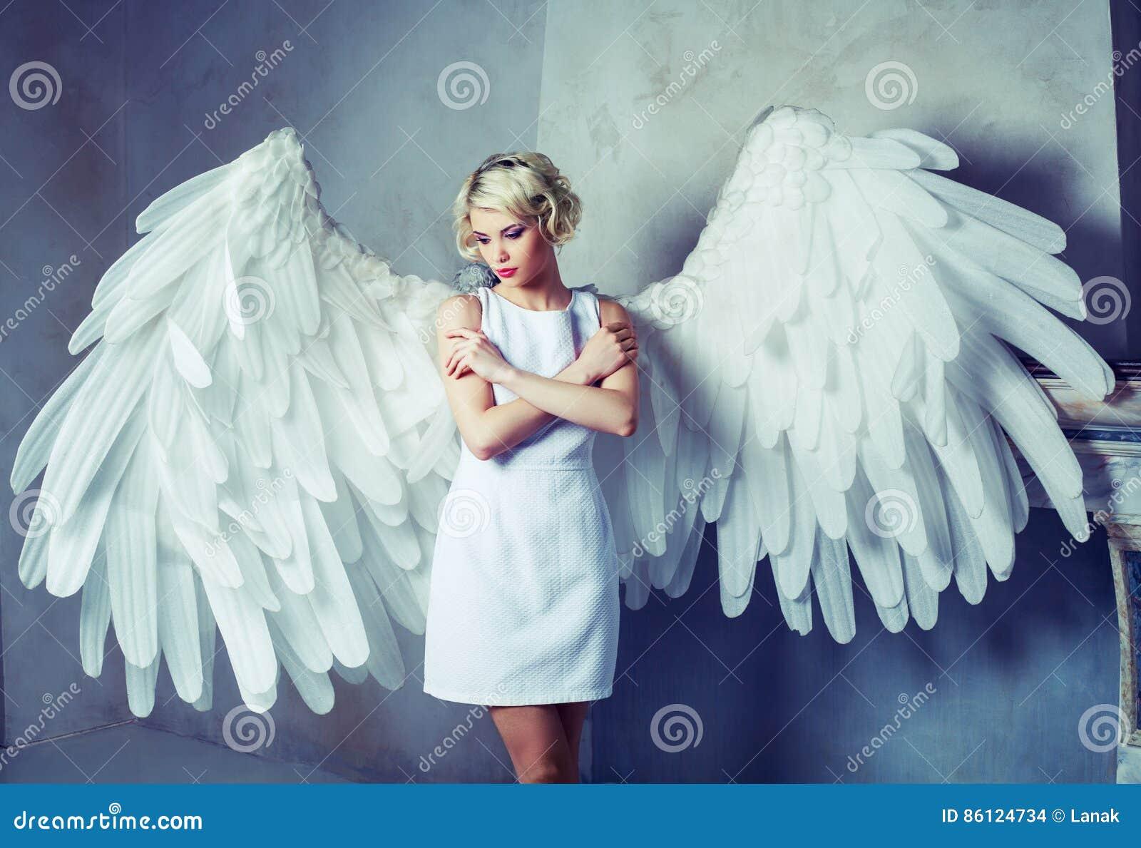 Ange Femme bel ange de femme photo stock. image du bras, indoors - 86124734