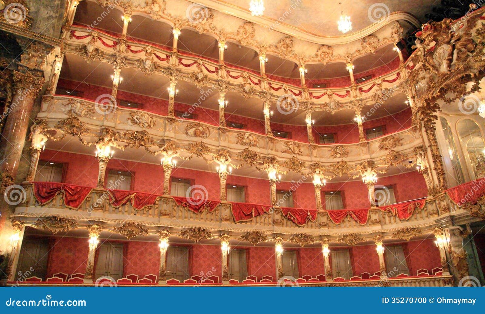 Bel intérieur d opéra allemand