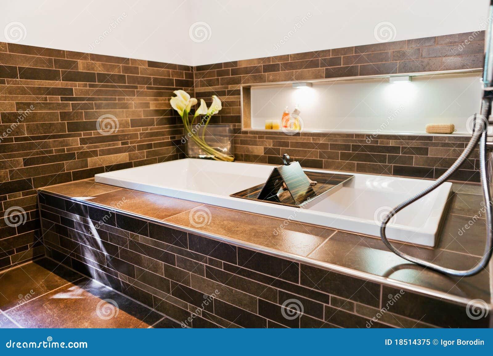 Bel intérieur d une salle de bains moderne