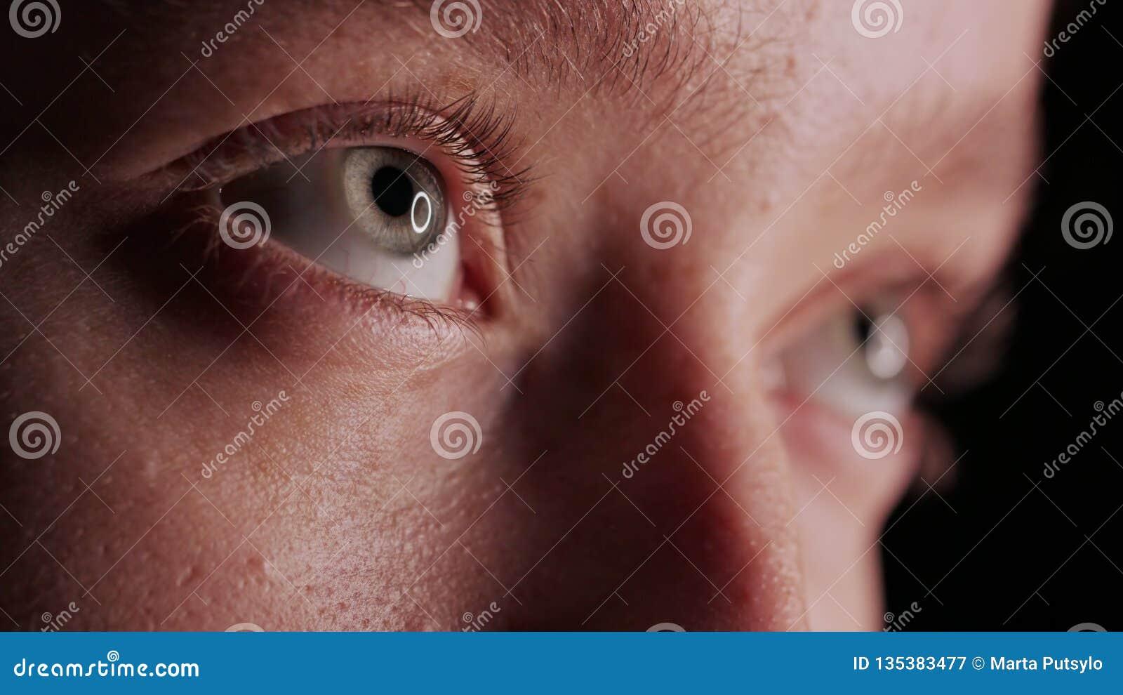 Bel oeil bleu en gros plan