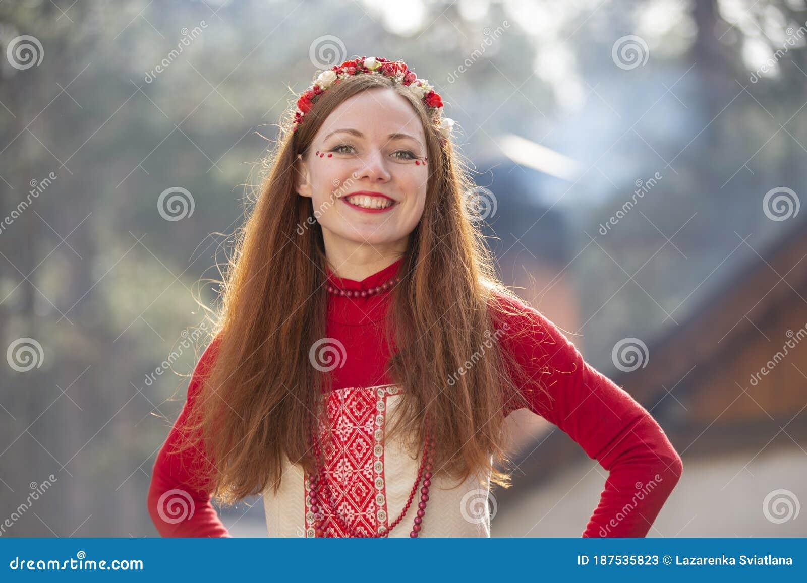 https://thumbs.dreamstime.com/z/belarus-city-gomel-march-celebration-maslenitsa-seeing-off-winter-russian-girl-national-clothes-belarussian-woman-187535823.jpg