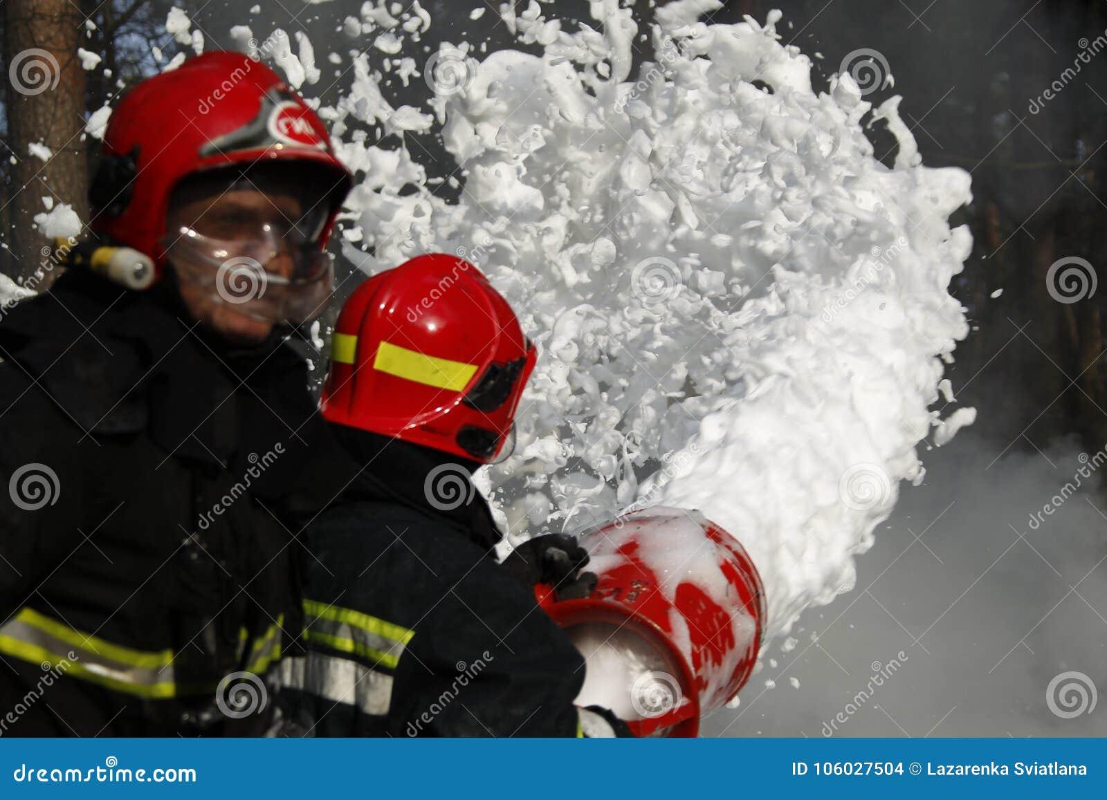 Extinguish forest fire