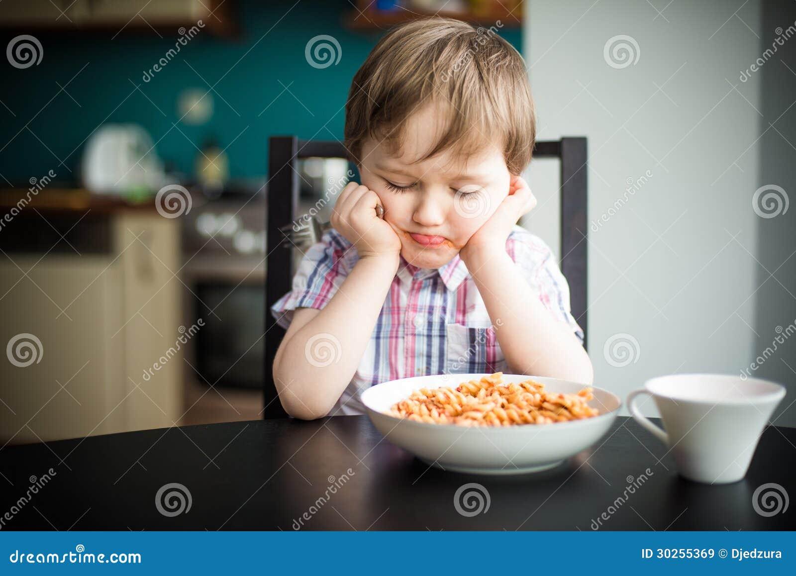 Beledigde jongen bij diner