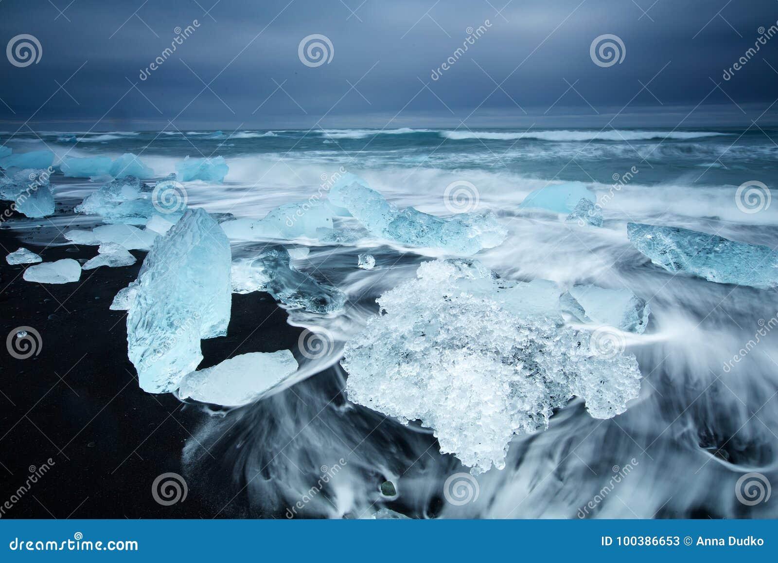 Beleza da ilha de Islândia, paisagem dramática