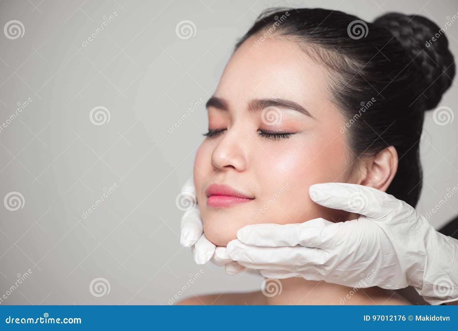Beleza facial Mulher bonita antes da operação da cirurgia plástica