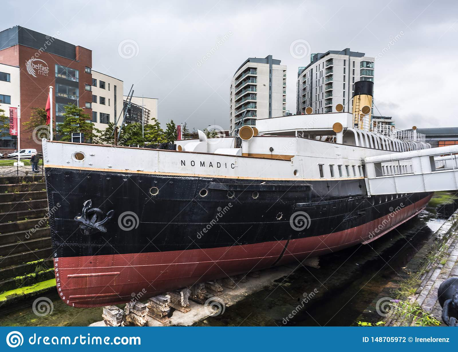 BELFAST, IERLAND - AUGUSTUS 24: SS Nomadisch schip in het Kolossale Kwart van de stad