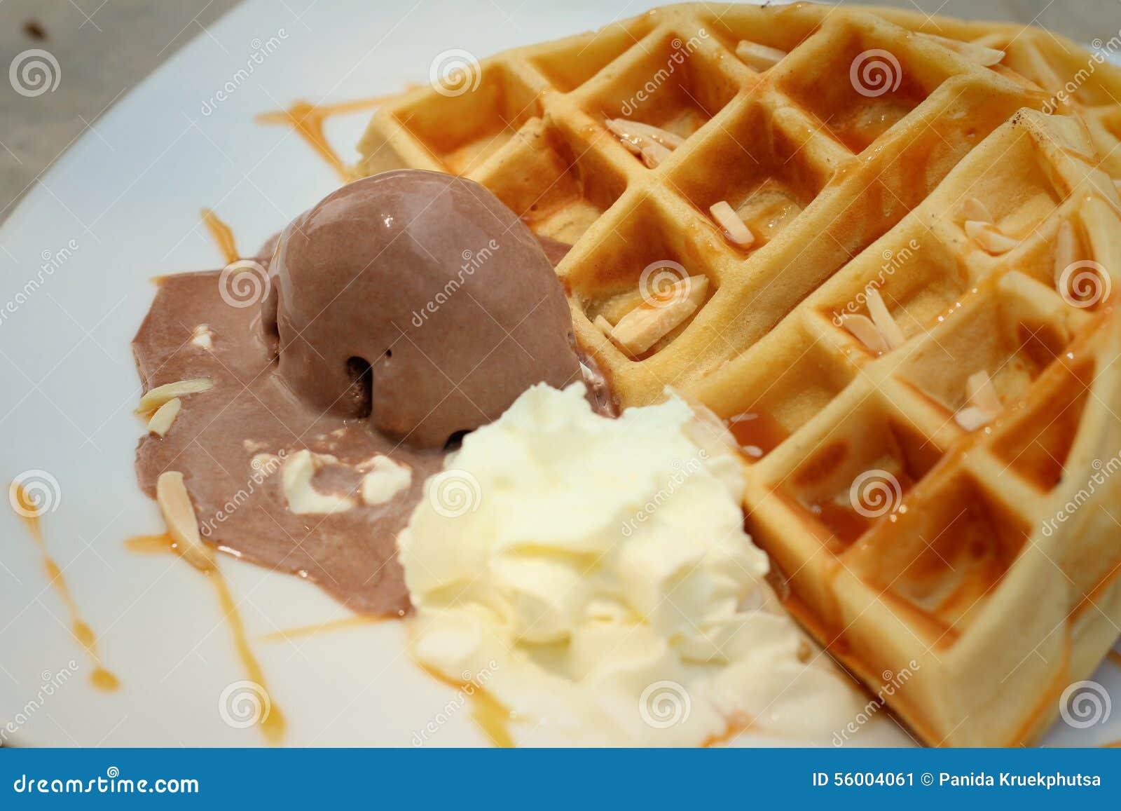 Belgien Waffeln Mit Eiscreme Am Kuchen Kaufen Stockbild Bild Von