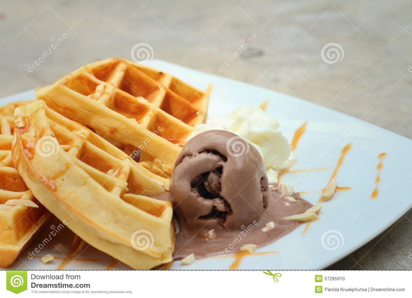 Belgien Waffeln Mit Eiscreme Am Kuchen Kaufen Stockfoto Bild Von