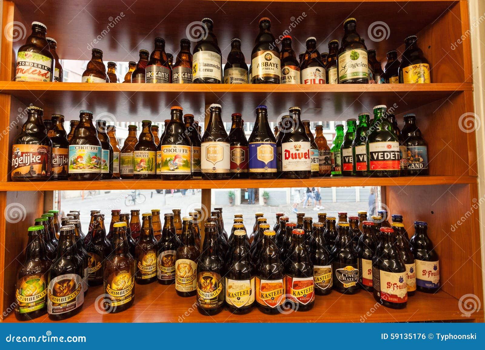 belgisches bier in einem shop redaktionelles foto bild von belgier europ isch 59135176. Black Bedroom Furniture Sets. Home Design Ideas