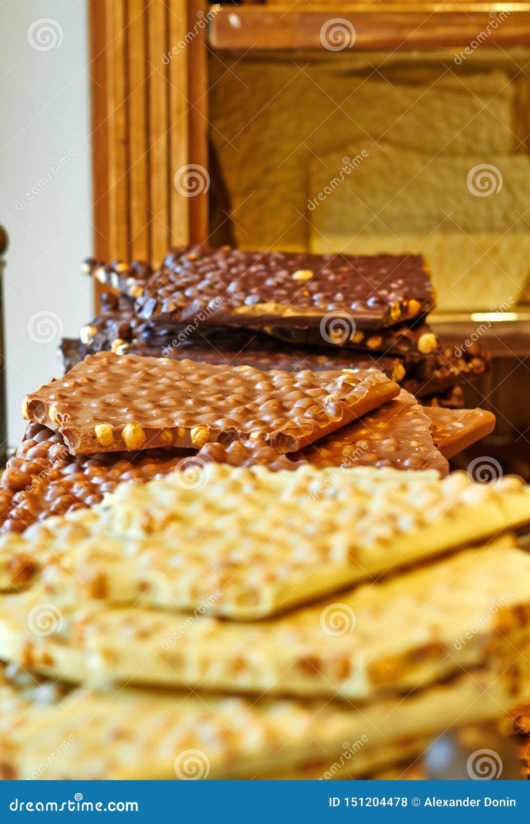 Belgisk choklad - som är brun med tokigt och vitt