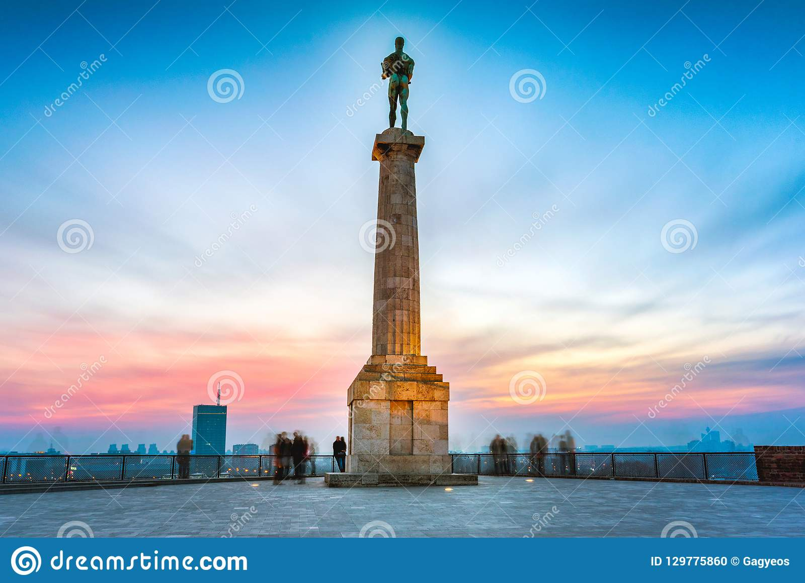 Belgrado al tramonto Statua di Pobednik