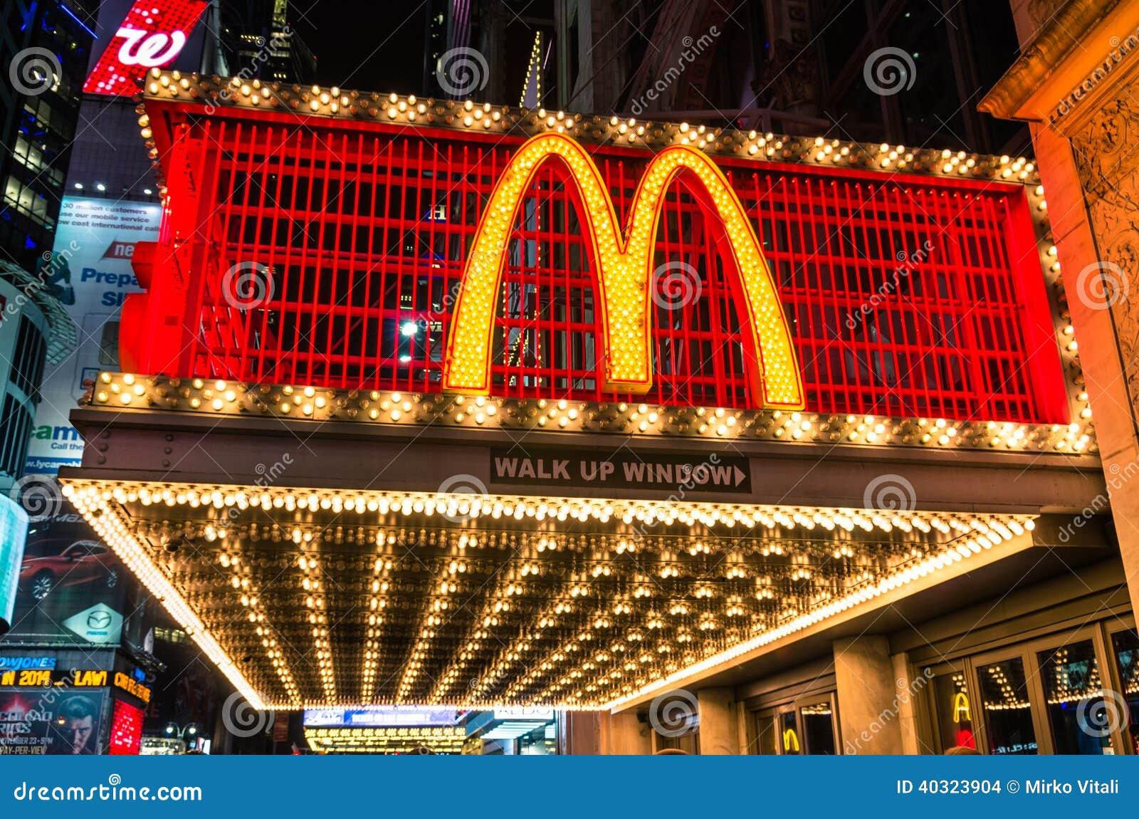 Belichtete Leuchtreklame Mc Donalds