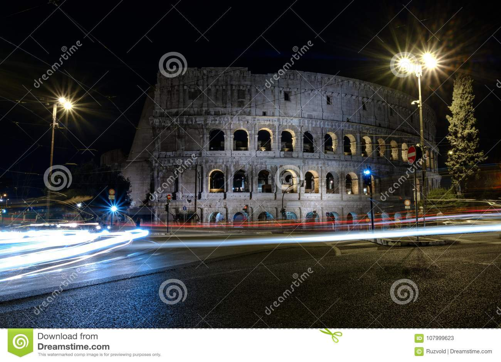 Belichtetes Colosseum in Rom nachts