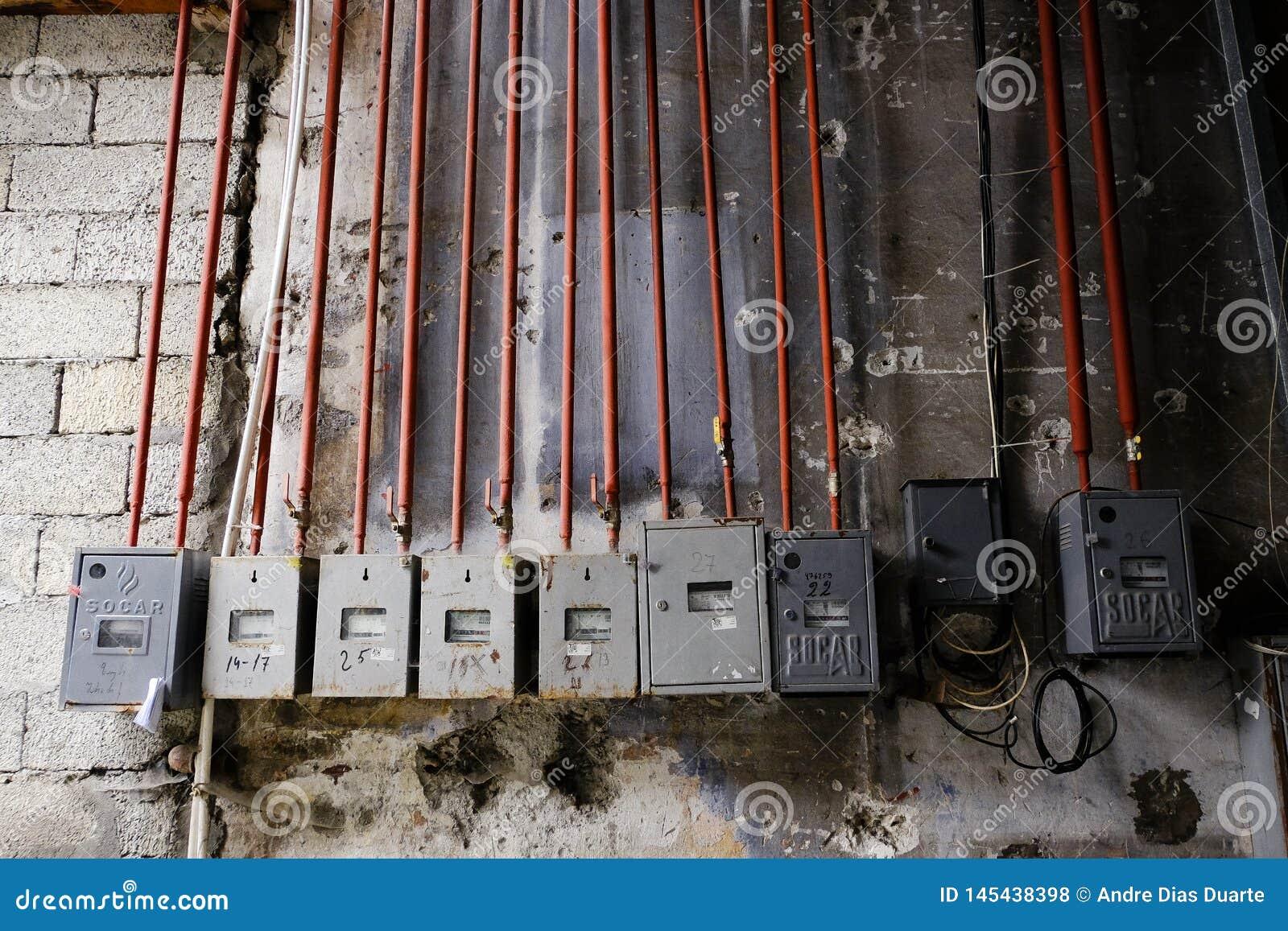 Belichtungsmesserkästen auf der Wand