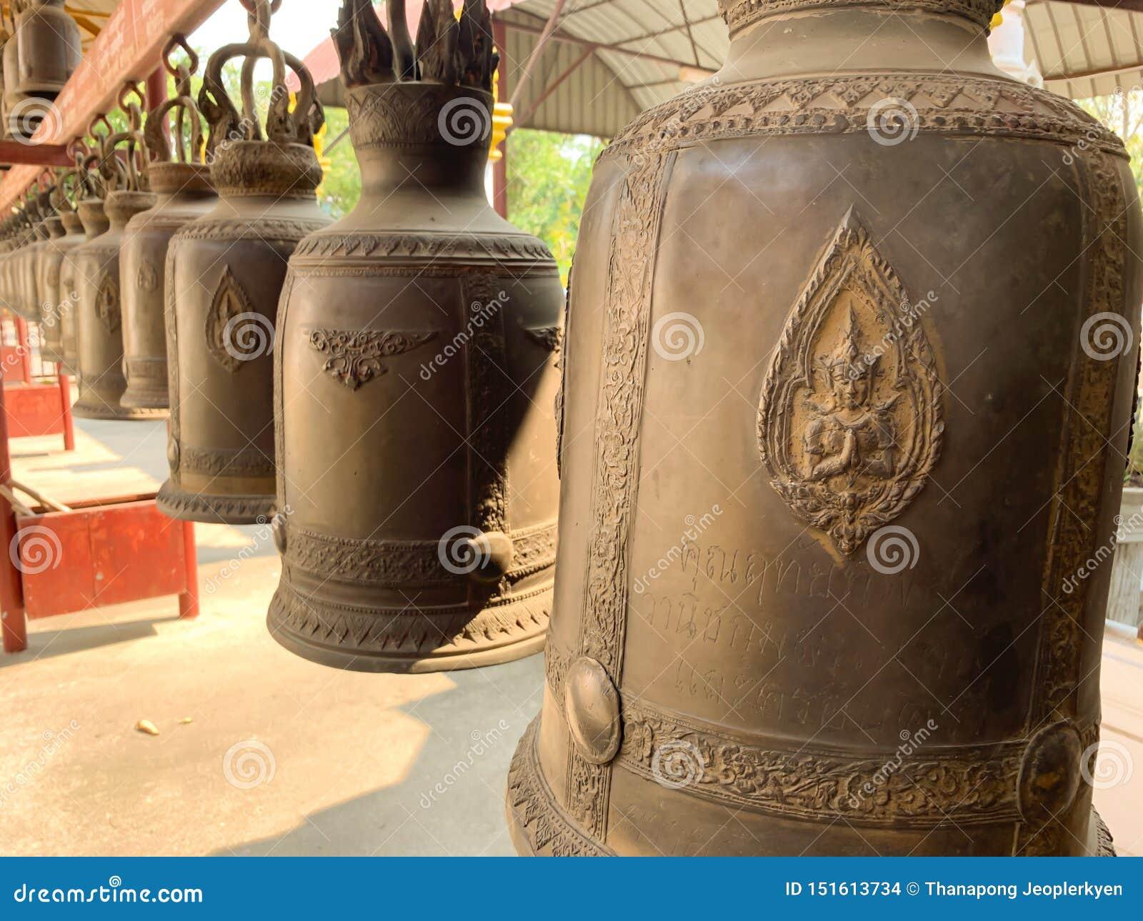 Bell au fond de temple