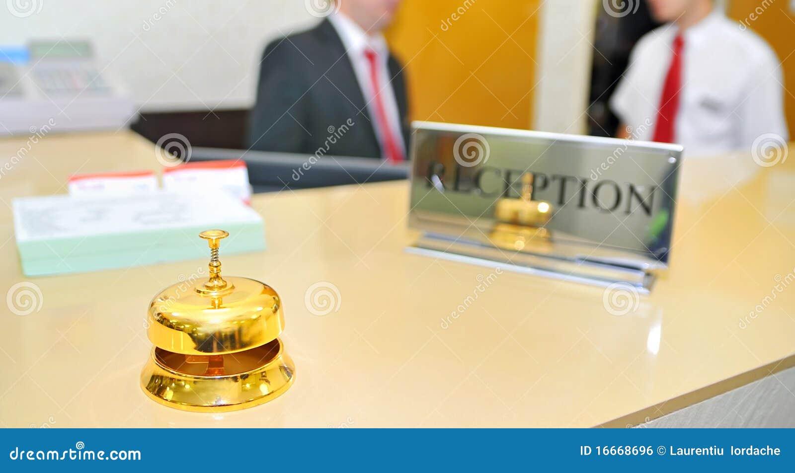 Bell na recepção do hotel